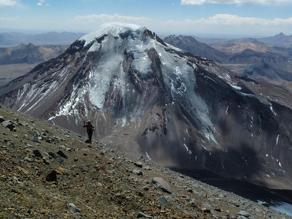 Vue du volcan Pomerape lors de l'ascension du volcan Parinacota