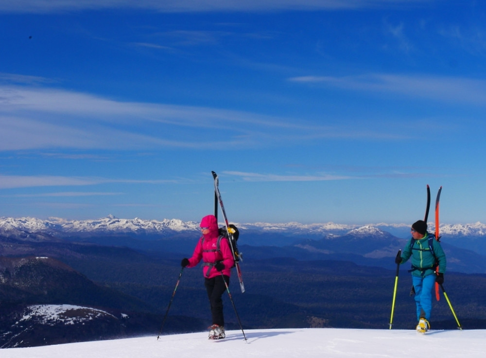 Arrivée au sommet du volcan à ski