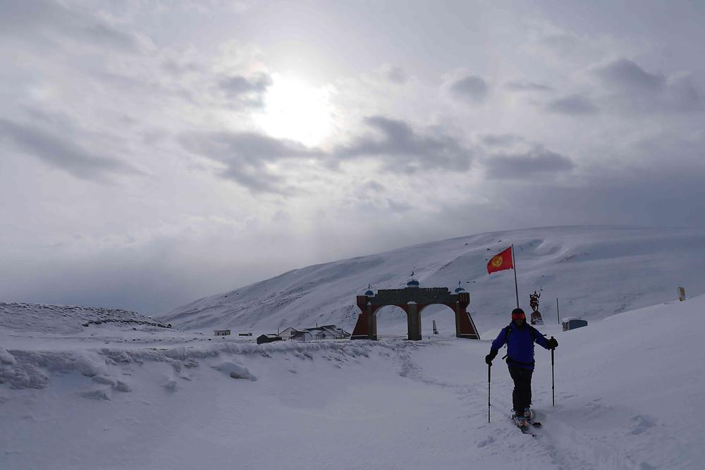 Départ d'une sortie ski de rando au Kirghizstan