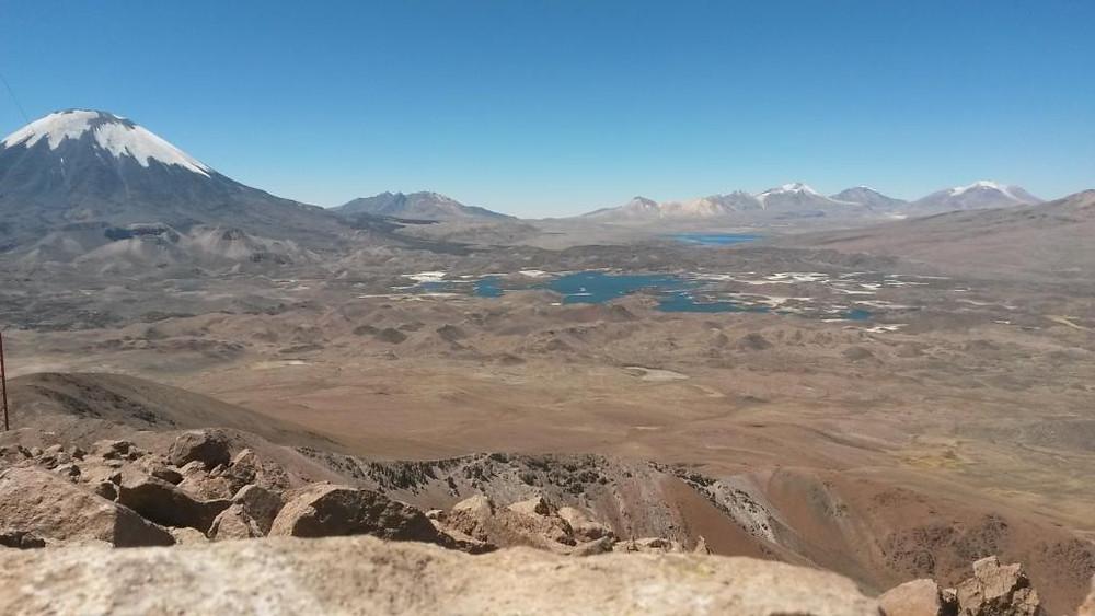 Panorama au sommet du Cerro Guane Guane avec vue sur le sommet du Parinacota