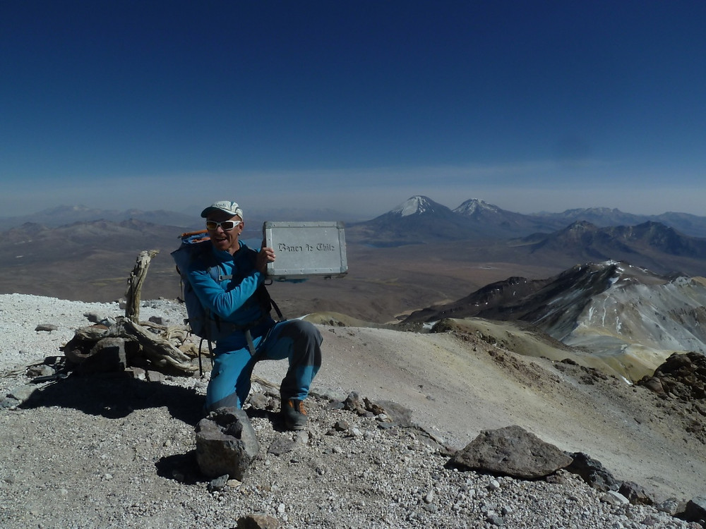 Malette de la banque du Chili au sommet de l'Acotango
