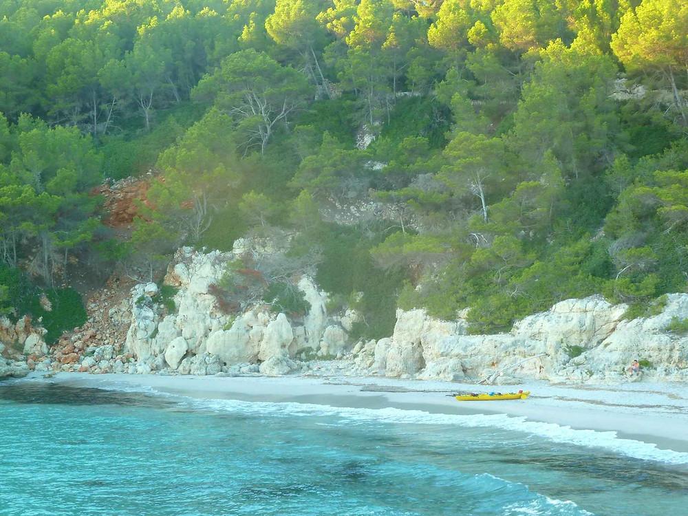 kayak de mer sur une plage de Minorque