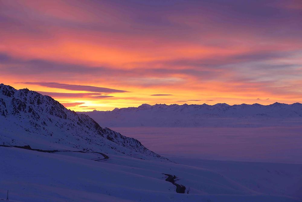 Coucher de soleil sur les montagnes du Kirghizstan