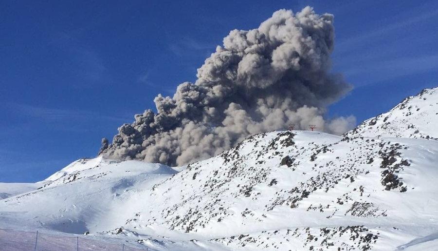 Eruption sur les volcans Nevados de Chillan