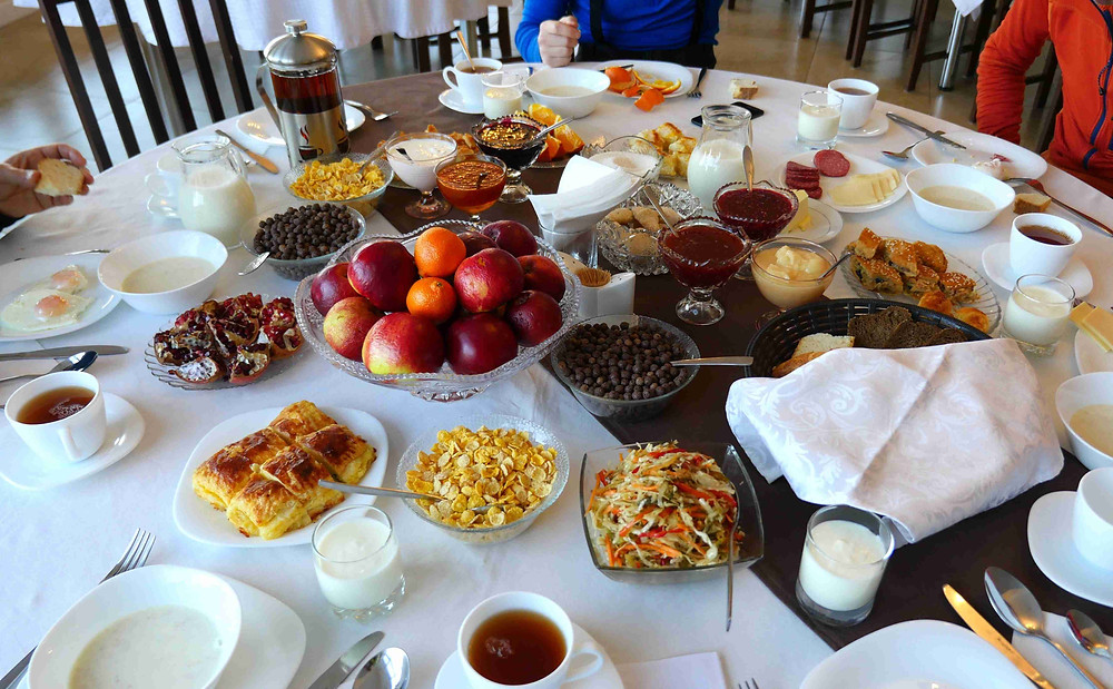 petit déjeuner dans hôtel 3 étoiles au kirghizstan