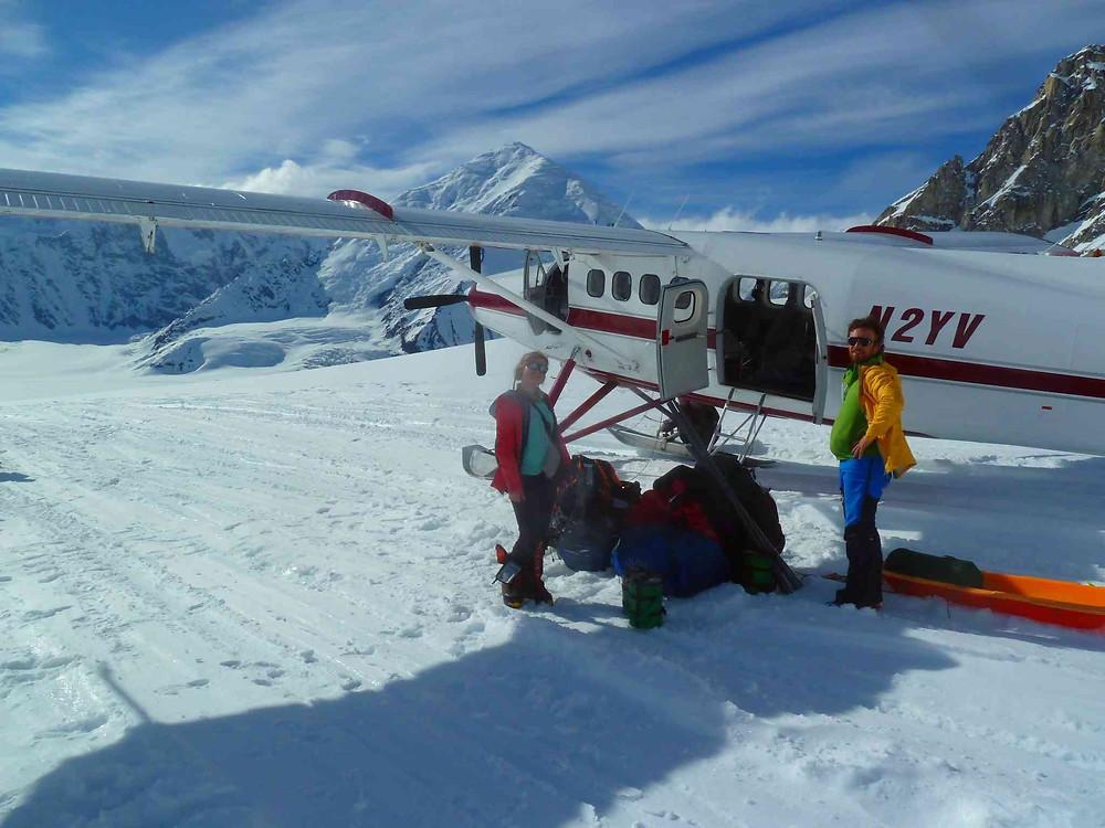 on vient d'atterrir sur le glacier du Denali avec cet avion