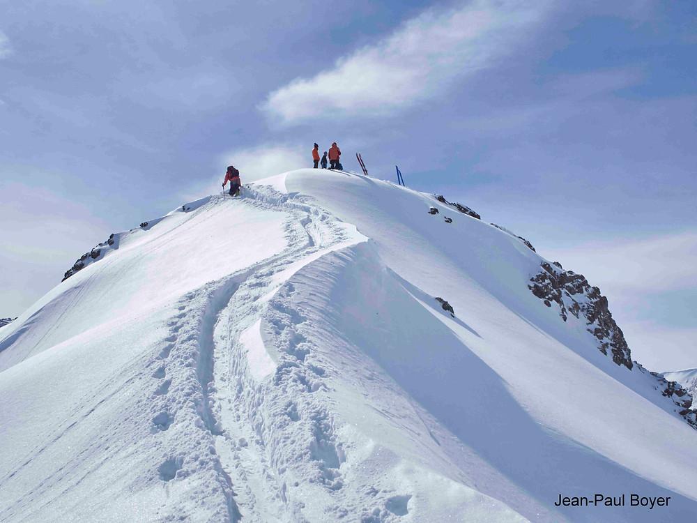Arête d'un sommet gravi à ski de randonnée au Kirghizstan
