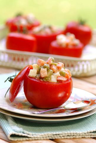 Domates Tabağında Rus Salatası