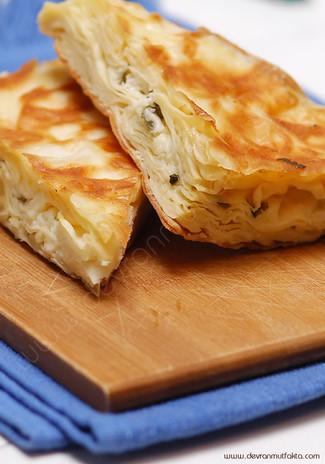 Peynirli Patatesli Tepsi Böreği