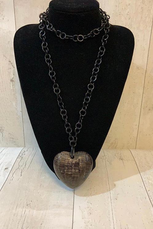 Resin horn necklace heart black