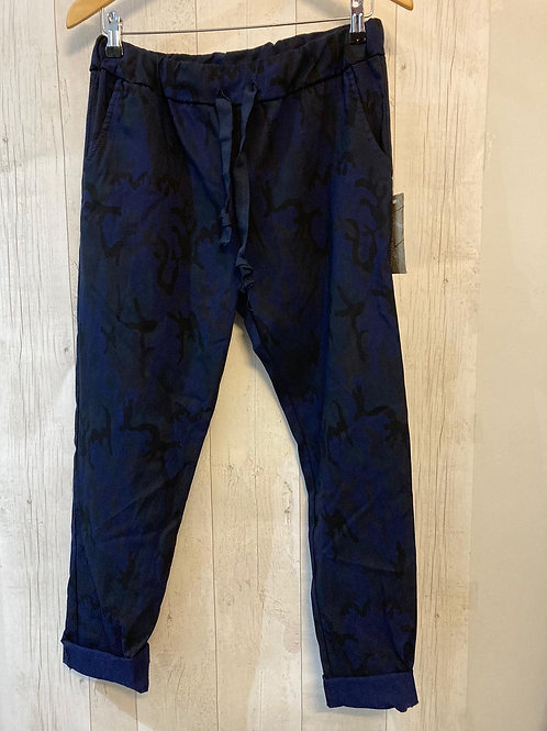Made in Italy camo print stretch pants in navy blue