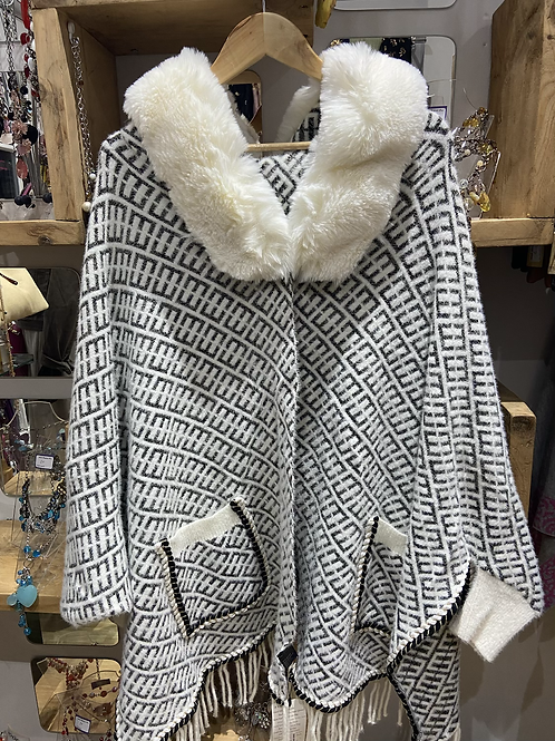 Faux fur cape square pattern beige