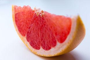 Grapefruit aufgeschnitten analog Faszien.jpg