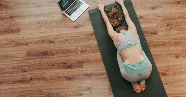 Les-10-meilleurs-cours-de-yoga-en-ligne.