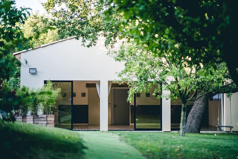 Jardin arboré Centre Lumière Pierrevert .jpg