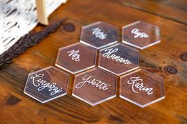 Hexagon naamkaartjes met monoline lettering