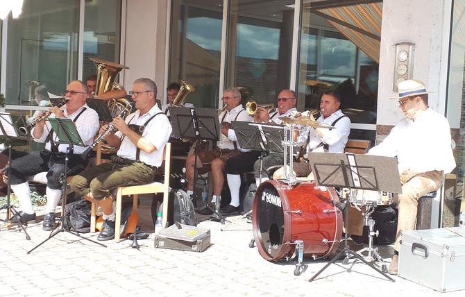 Volksfest im Café und Kiosk im Kreisaltenheim