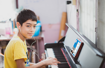 Kid%20Learning%20piano%20with%20My%20Music%20Workshop.png