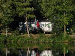 Mobil home au bord de l'étang