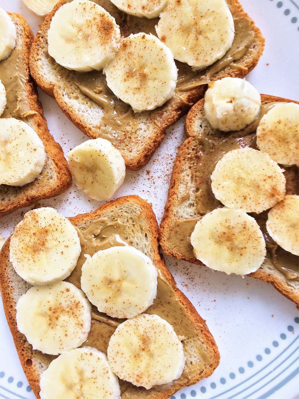Pan con crema de cacahuate y plátano