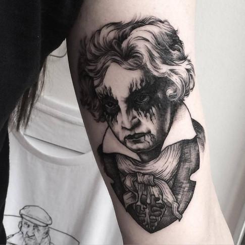 FRA-Faustink-Tattoo009.jpg