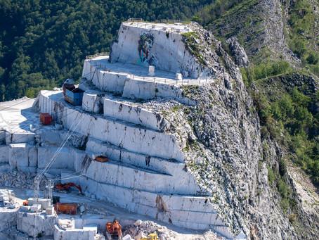 Carrara, Marmor und viel Toskana aus der Luft ...