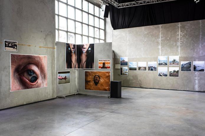 """Vista exposição """"Novas Visões"""", IMAGO, Carpintarias de São Lázaro. - Exhibition Tour """"Novas Visões"""", IMAGO, Carpintarias de São Lázaro.   © Bruno Lança, 2019"""