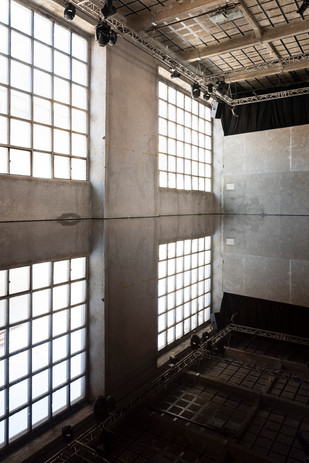 © Eduardo Sousa Ribeiro, 2019 Per Barclay: Oil Room, Carpintarias de São Lázaro, 2019.  Cortesia: o artista, Galeria Giorgio Persano, Carpintarias de São Lázaro. - Courtesy: artist, Galeria Giorgio Persano, Carpintarias de São Lázaro.
