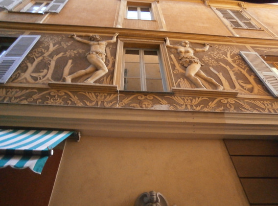 Interesting architecture includes the Adam and Eve house near Cours Saleya