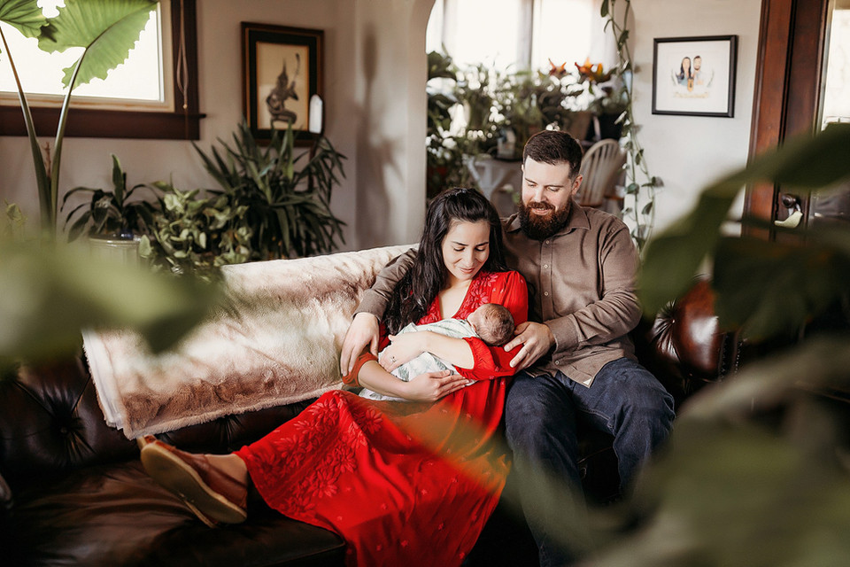 Indianapolis Newborn Photographer lifestyle in home