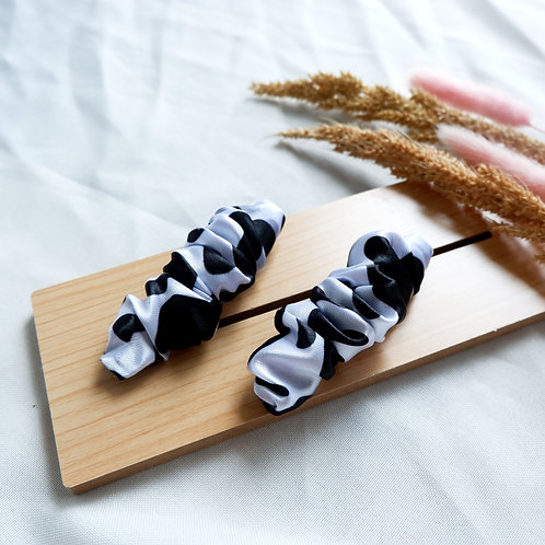 Cow says moo 2 pc. Clip set