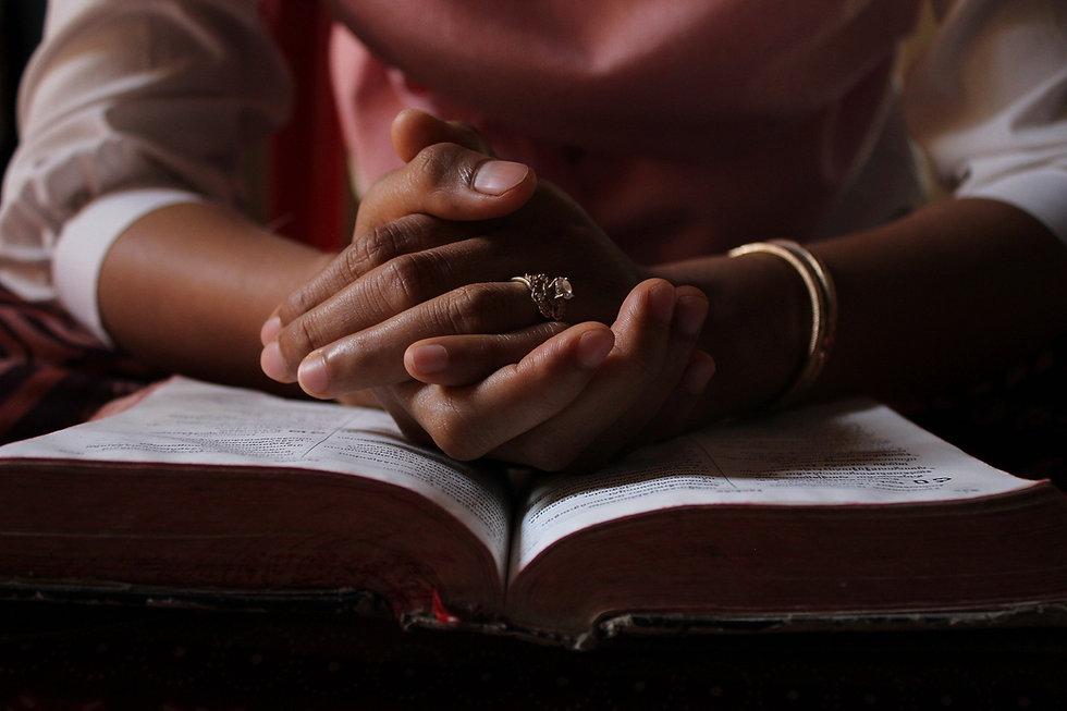 praying-5406270_1920.jpg