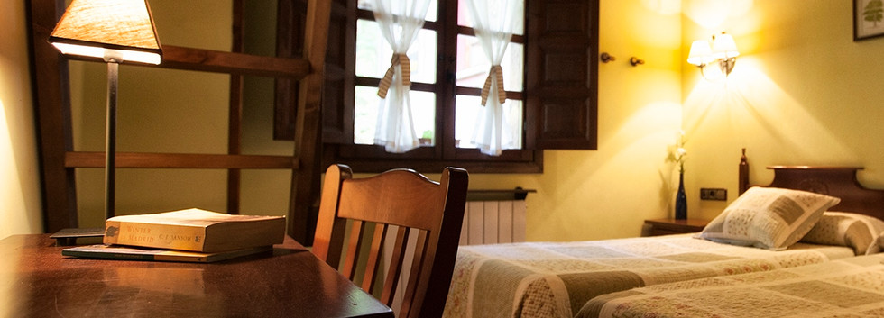 Habitación de dos camas individuales.