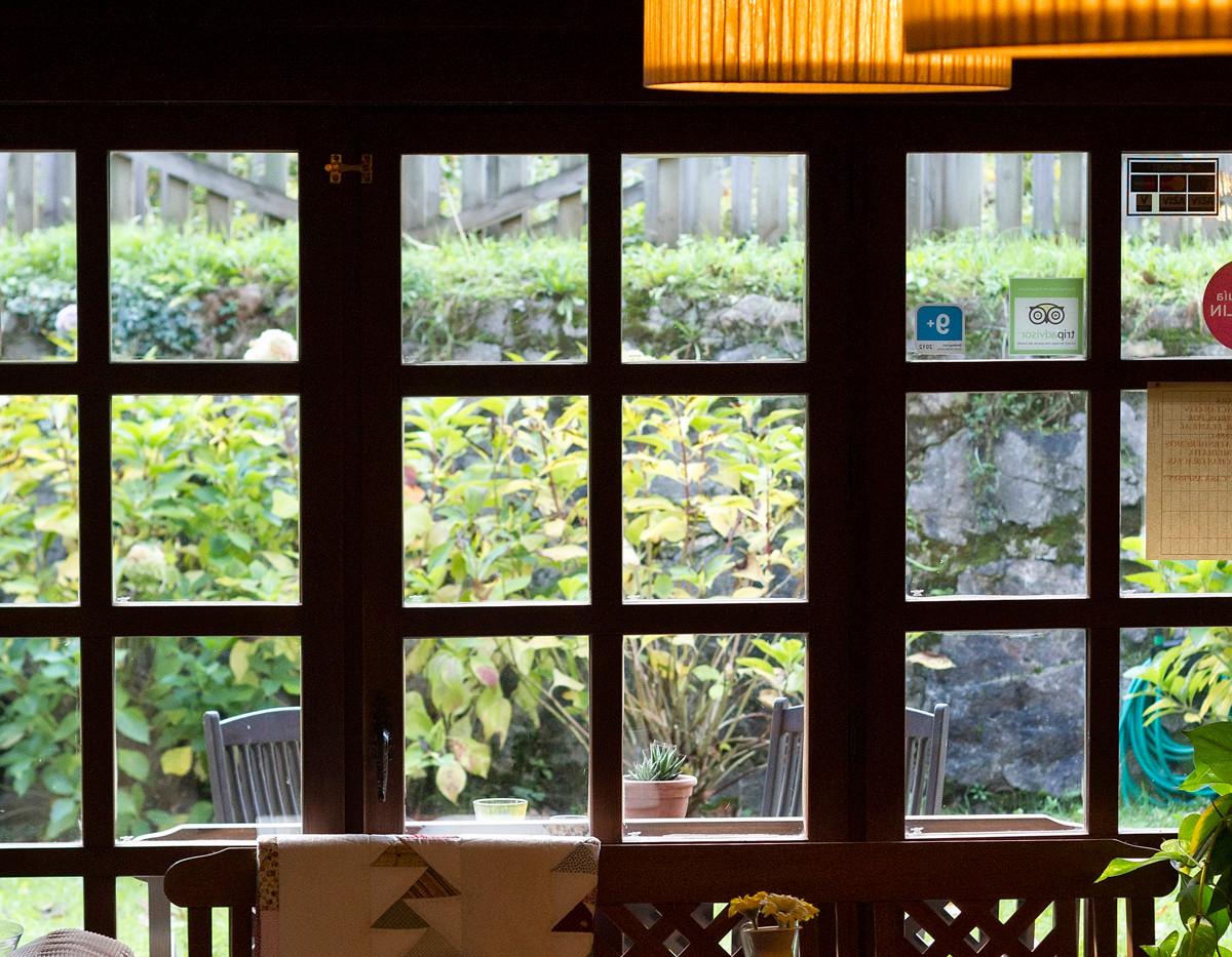 Salón con salida directa a nuestros jardines.