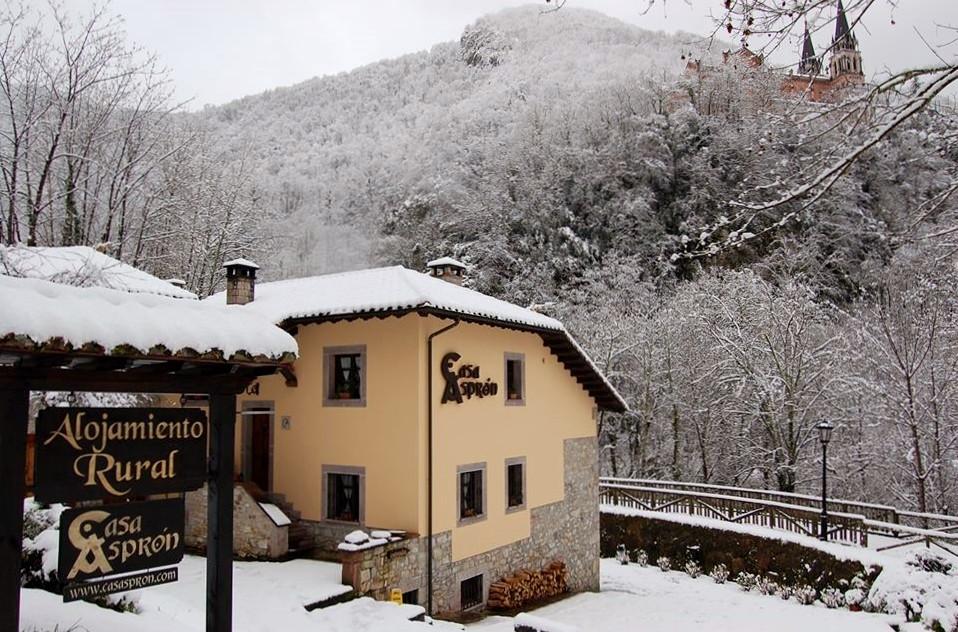 Entrada Casa Aspron nevada.