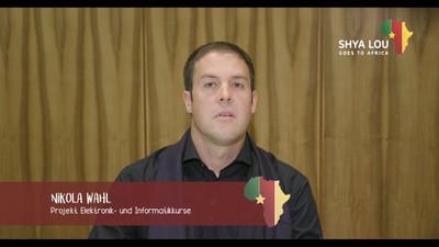 Nikola Wahl erzählt von der Wasserversorgung in Bandrefam