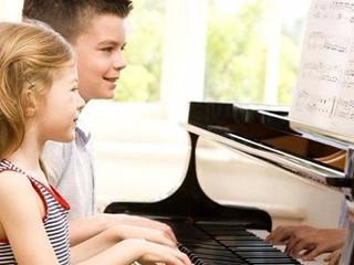 Benefícios do piano na infância