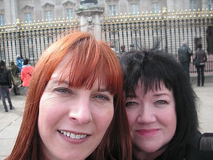 Samantha Johnson Anita Harris Buckingham Palace Vase