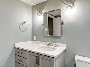 Arlington Apartment Bathroom