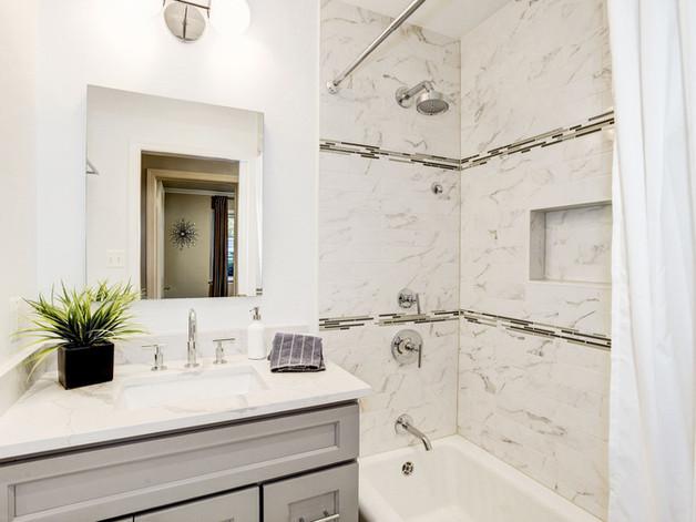 Country Club Hills Bathroom