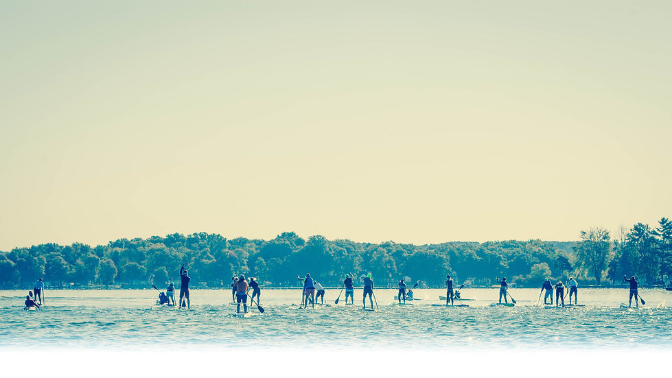 SUP and kayak paddlers race lineup
