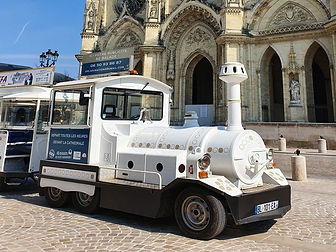 Petit-train-devant-Cathedrale-rognee--Or