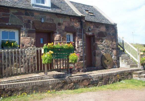 Rhuntotan Cottage