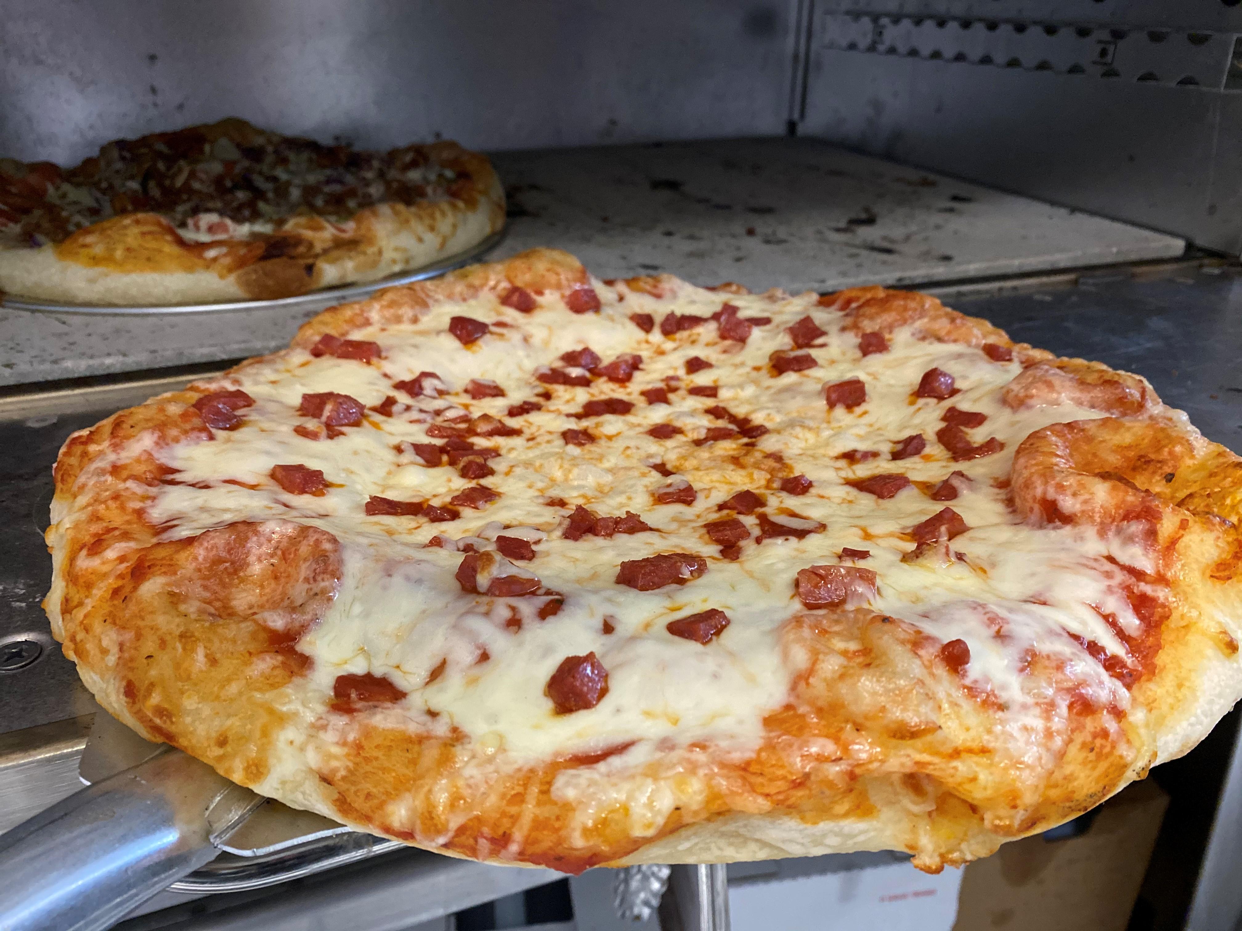 spicy geneoa salami pizza