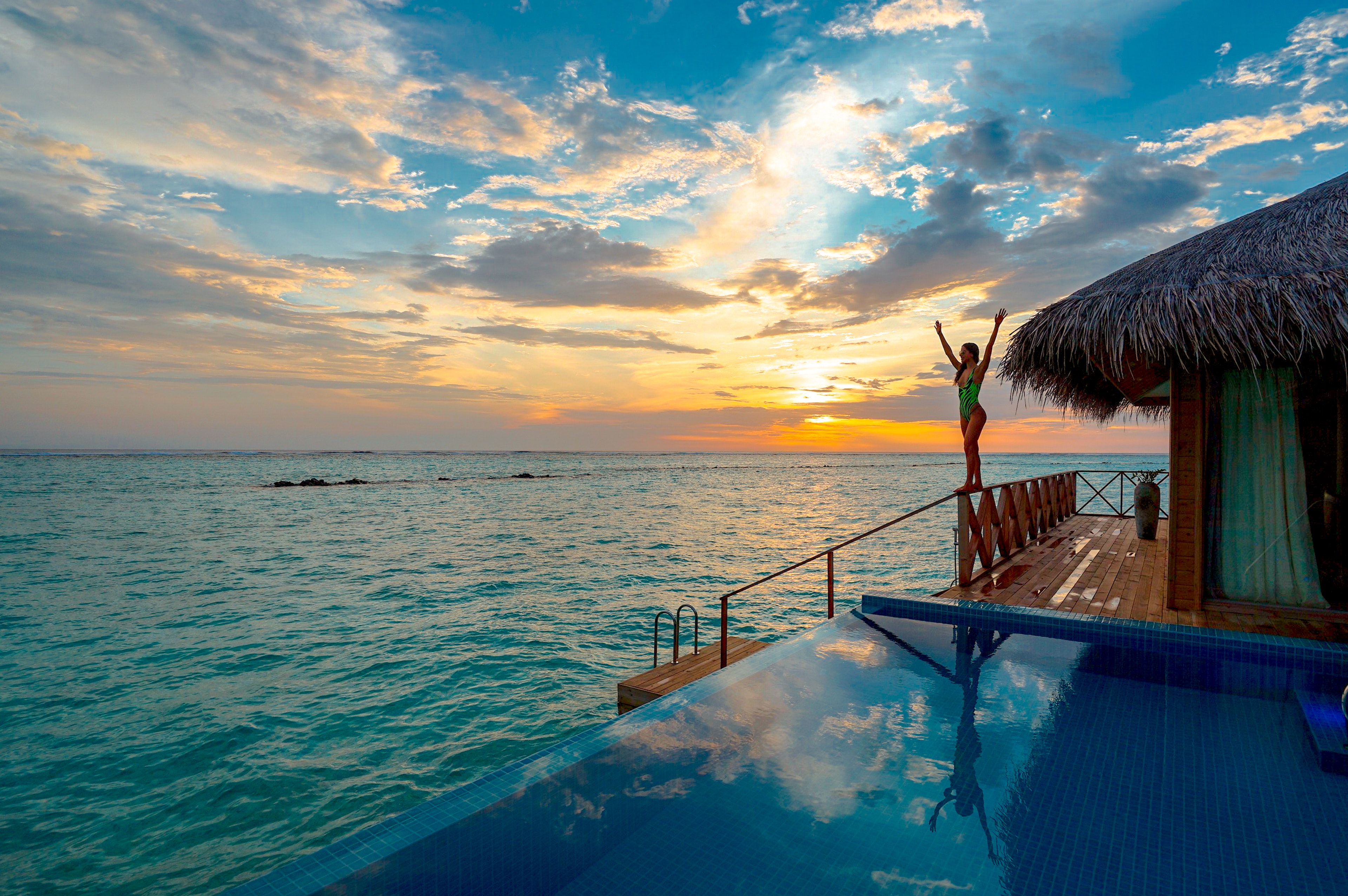 infinity-pool-near-beach-3155666