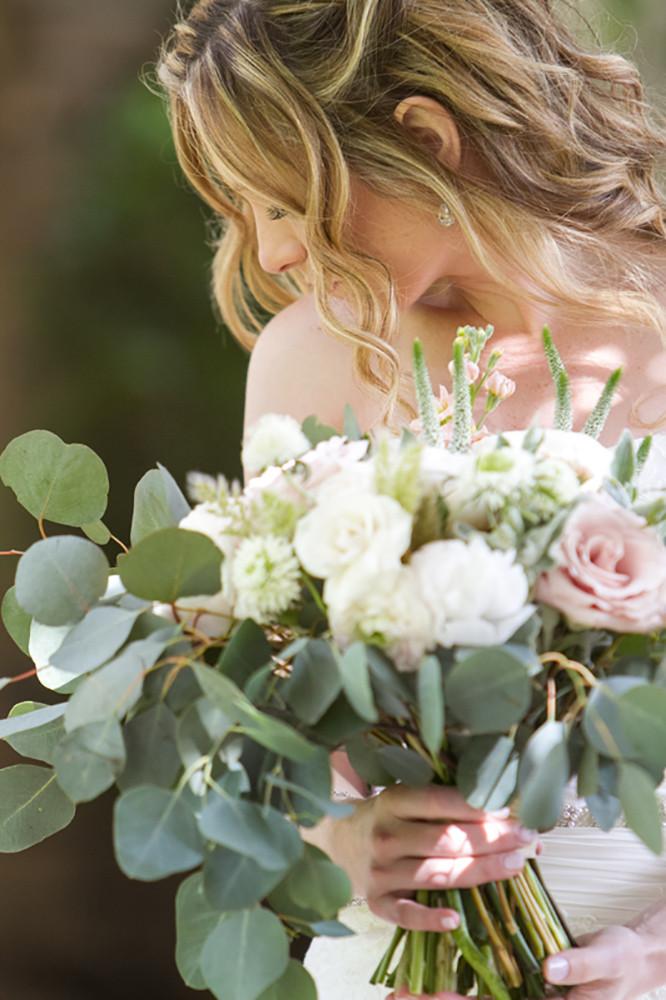 westlake village inn wedding bride and bouquet