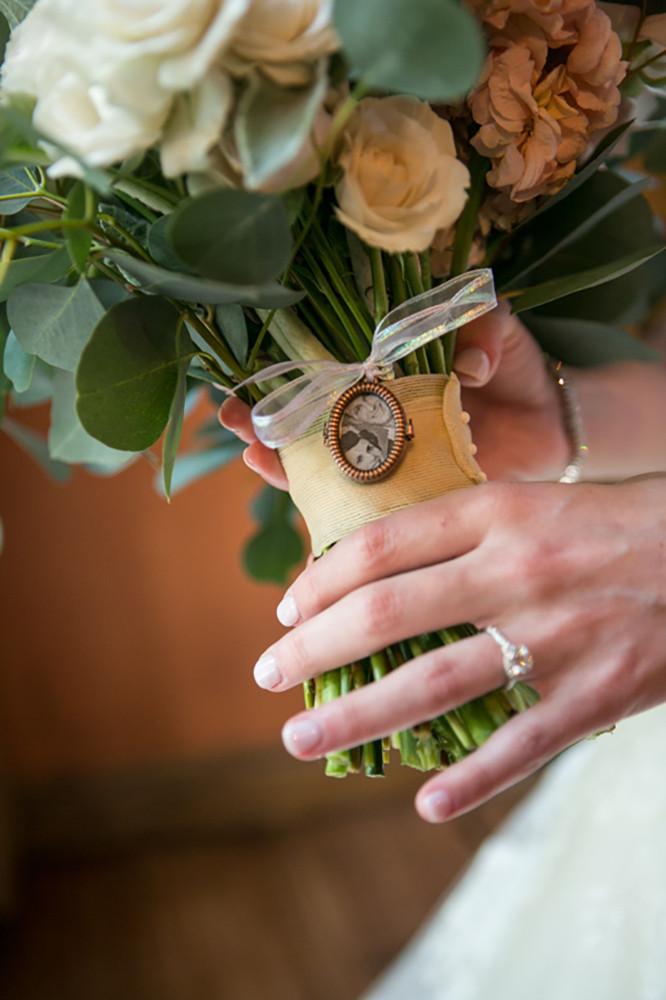 heirloom bouquet pendant