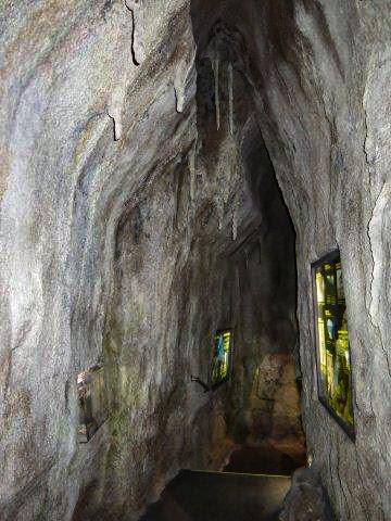 Artificial rock cave
