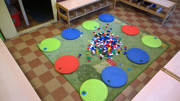 Ronds en maternelle manipulation de rond the dotday the dot