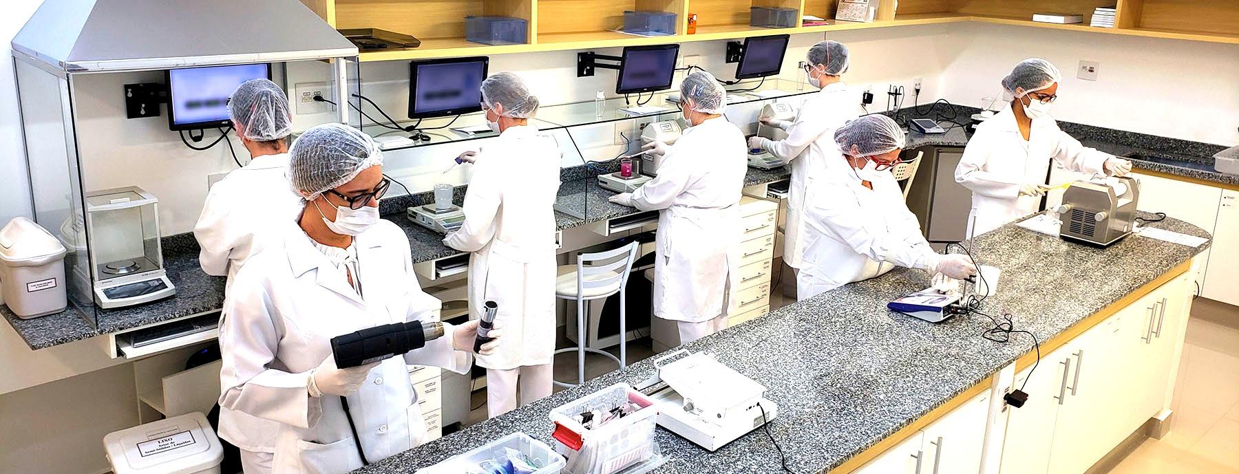 farmacia-formulacom-laboratorio%20(6)_ed